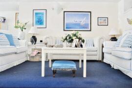 Home tour estate 2017 | case delle vacanze | A Venezia la casa è uno specchio, mix di riflessi della laguna e stucco veneziano, con una palette colori dal bianco al blu