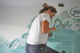 I mosaici di piastrelle di Chiara: idee per un bagno low cost