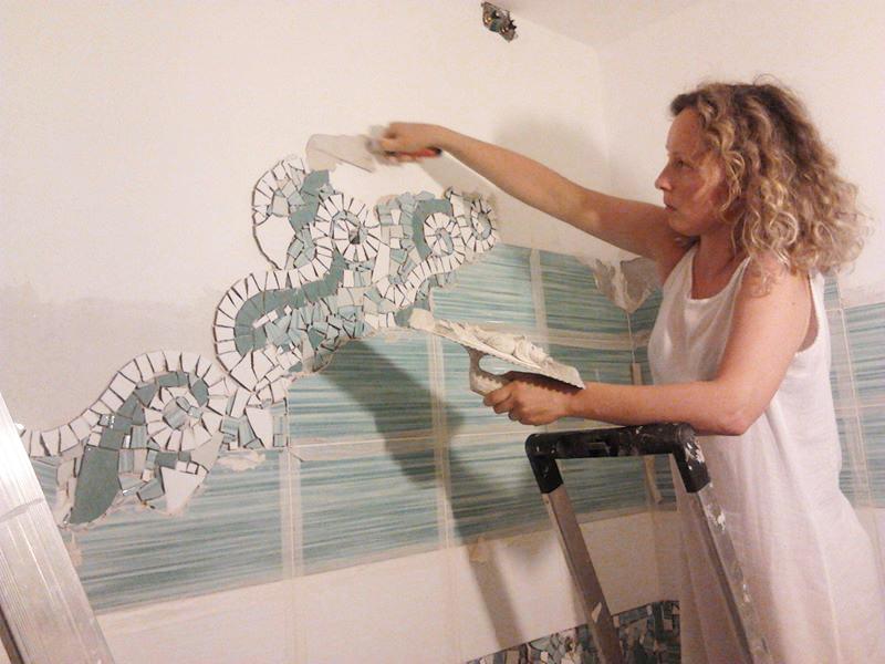 I mosaici di piastrelle di chiara idee per un bagno low - Costo piastrellista bagno ...