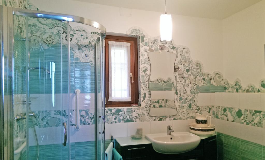 I mosaici di piastrelle di chiara idee per un bagno low cost - Bagno low cost ...